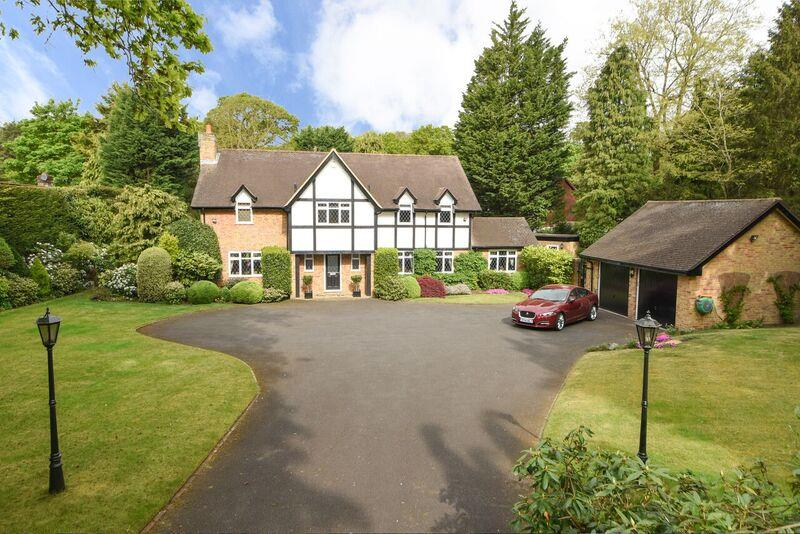 4 Bedrooms Detached House for sale in Cranley Road, Hersham, Walton-On-Thames